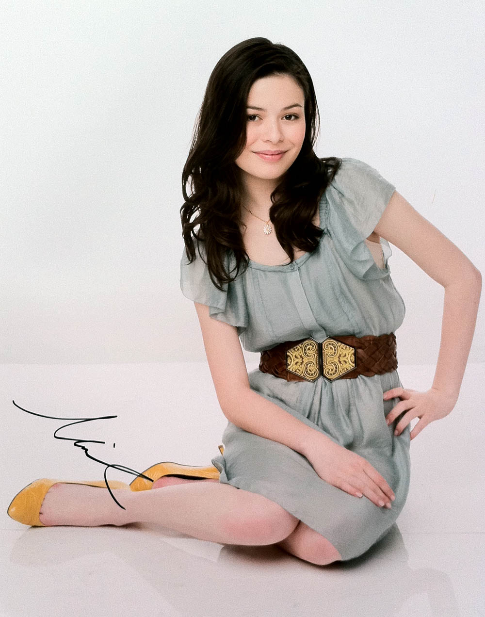 Miranda Cosgrove Autographed Signed Adorable 11x14 Photo PSA